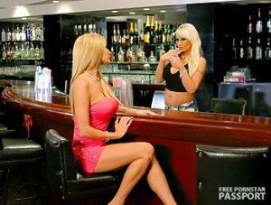 deux salopes dans un bar